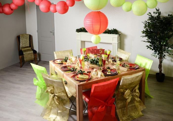 d coration de table pour un no l traditionnel articles de f te. Black Bedroom Furniture Sets. Home Design Ideas
