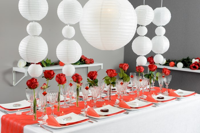 decoration de salle de mariage en rouge et blanc id es et d 39 inspiration sur le mariage. Black Bedroom Furniture Sets. Home Design Ideas