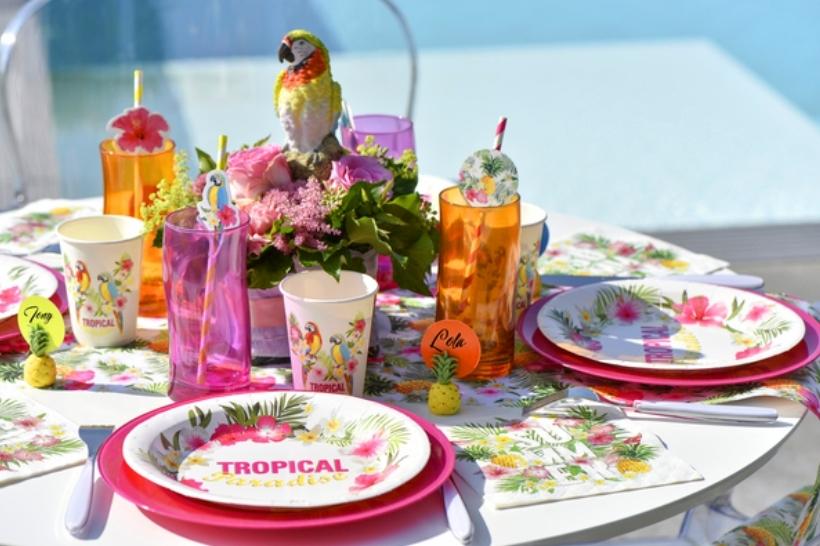 Decoration De Table Sur Le Theme Des Tropiques Articles De Fete